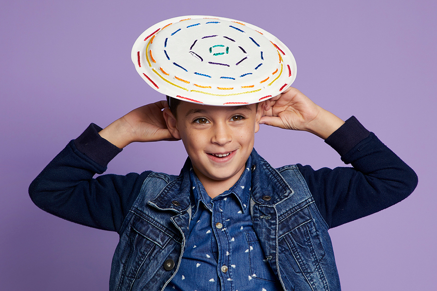 Easter hat parade craft idea: paper plate laces hat.