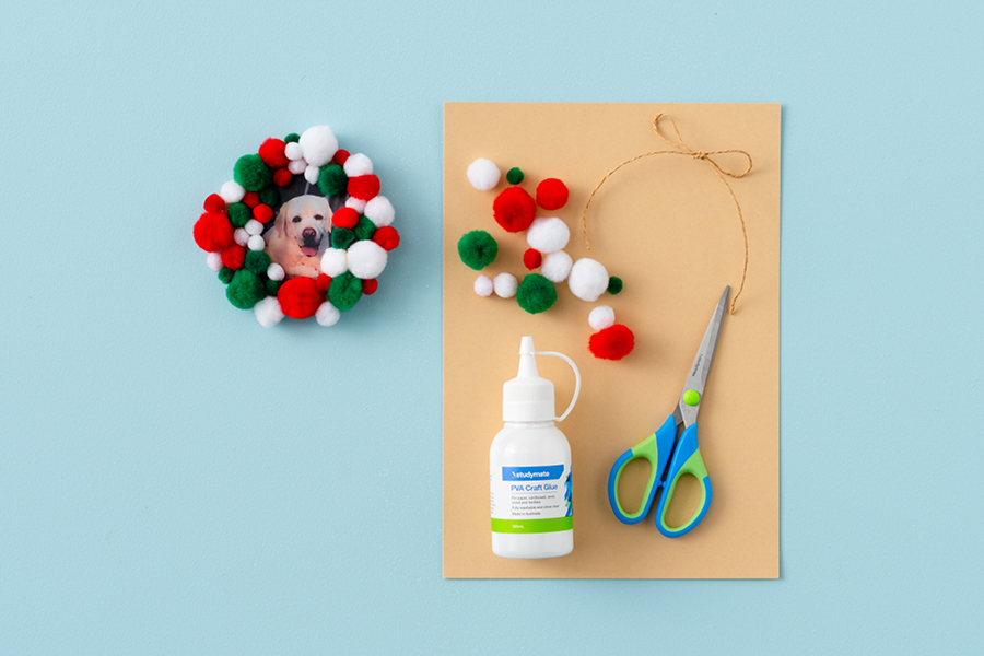 Easy and fun Christmas crafts for kids: DIY pom pom frames and tree decorations