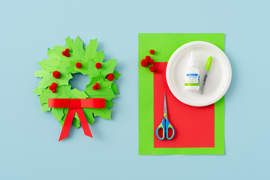 Easy and fun Christmas crafts for kids: a DIY wreath decoration made from coloured card